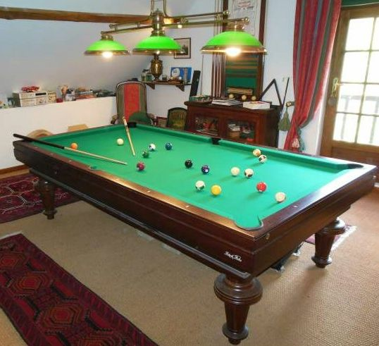 conseils en clairage pour un billard installer un. Black Bedroom Furniture Sets. Home Design Ideas
