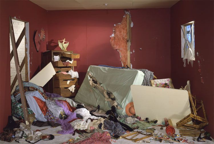 Jeff  Wall « Destroyed bedroom », 1978