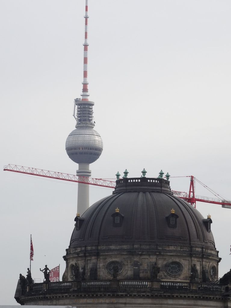 C'est une construction privée. Qu'on réserve aux dieux interdits.    (Berlin 3 époques).