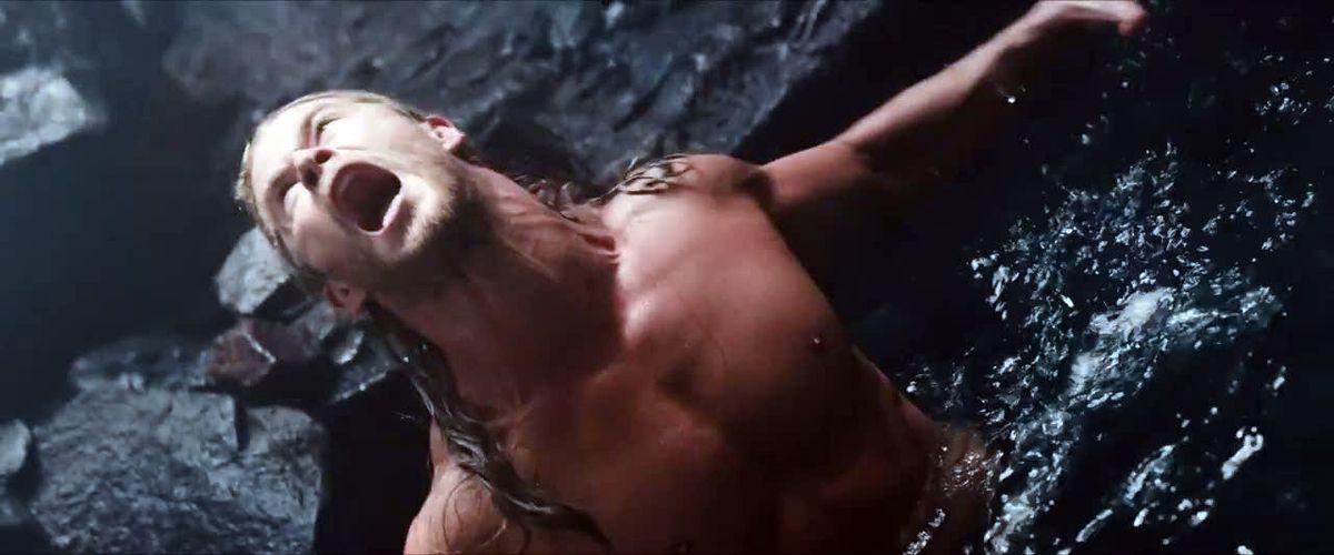 Thors prend un bain... de son plein gré ?  Ça ne semble pas être une partie de plaisir...