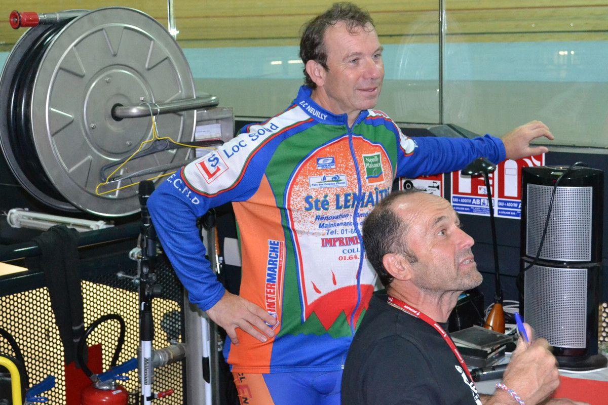 """Les deux groupes de """"baptèmes"""" du 30 08 2014, avec Jean-François GUIBOREL et son assistant Xavier MAZZARIOL  qui gère le prêt des vélos et des chaussures."""