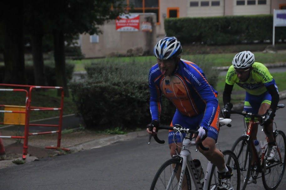 Michel GOUPIL (ECNP): mes 28 km d'échappée avec Jean-Pierre HAUET qui roulait 1,100km par tour et moi 400m.