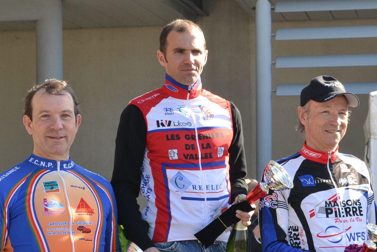Sébastien GOLFIERI (USMT), vainqueur à Wissous (mars 2015) devant Michel GOUPIL et Dominique RENAUD.