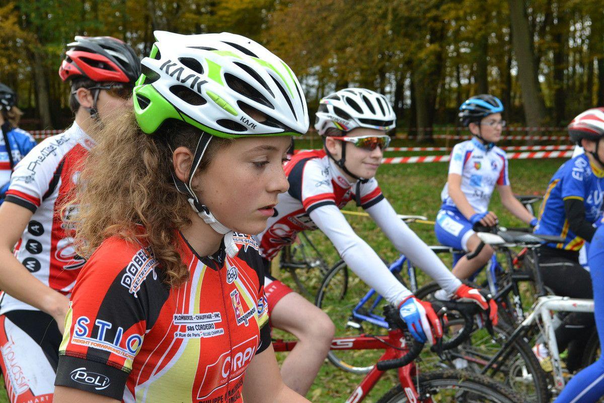 """Alicia DUBOIS (UC Longjumeau) et les filles """"cadettes""""."""