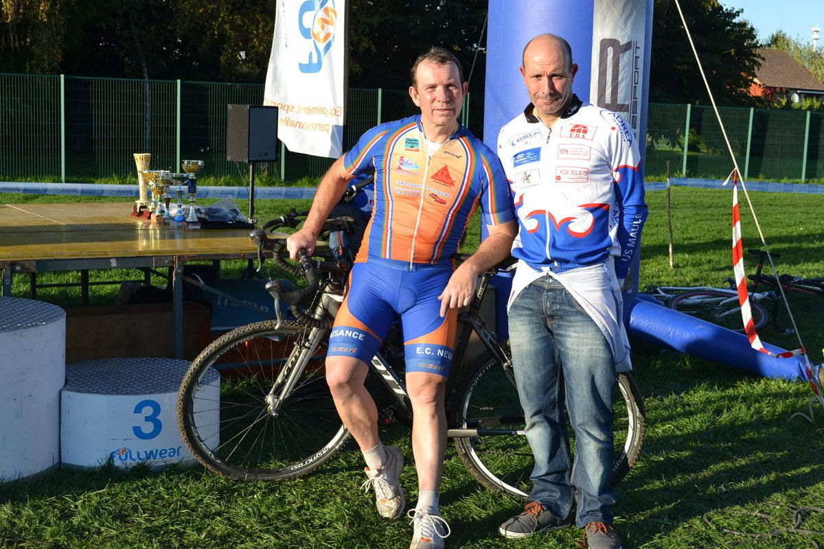 Laurent JOIN, CSM Aubergenville 1988-junior , CSM Persan Bic 1992-93 et 25 ans plus tard , US Maule à Gréteil, 2è du cyclo-Cross.