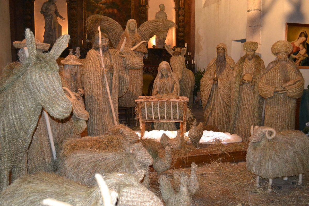 Dans l'église du village, une exposition de crèches du monde avec plus de 150 crèches participera aussi à la magie de noël.