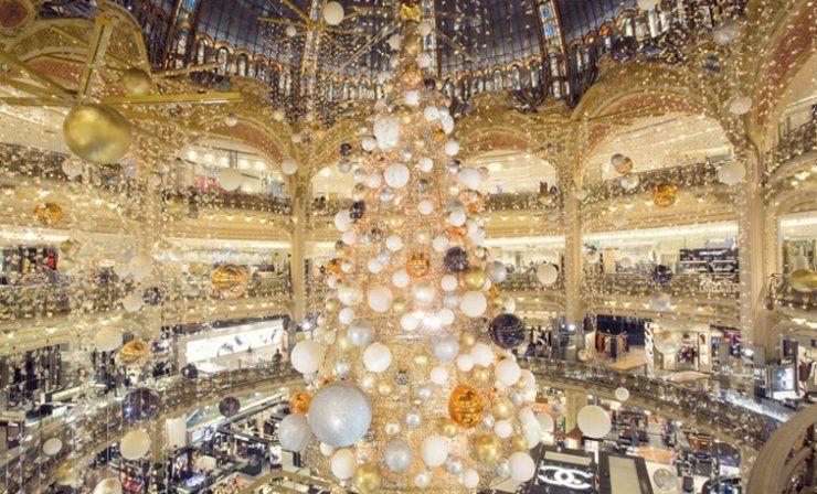 Les vitrines des Galeries Lafayette  NOEL EN COURS NOEL PASSE