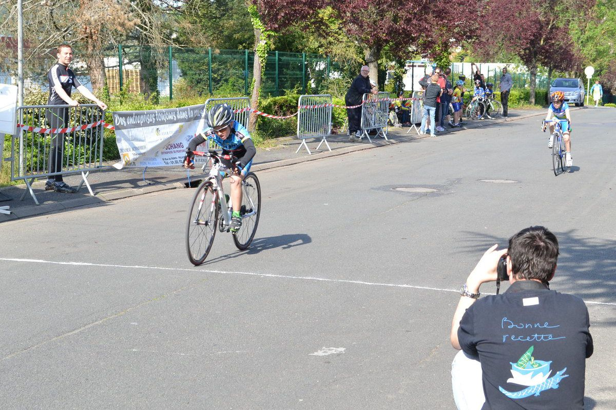Victoire de Thomas PERROCHON devant Mohand HADJ LARBI (EC Osny Pontoise).