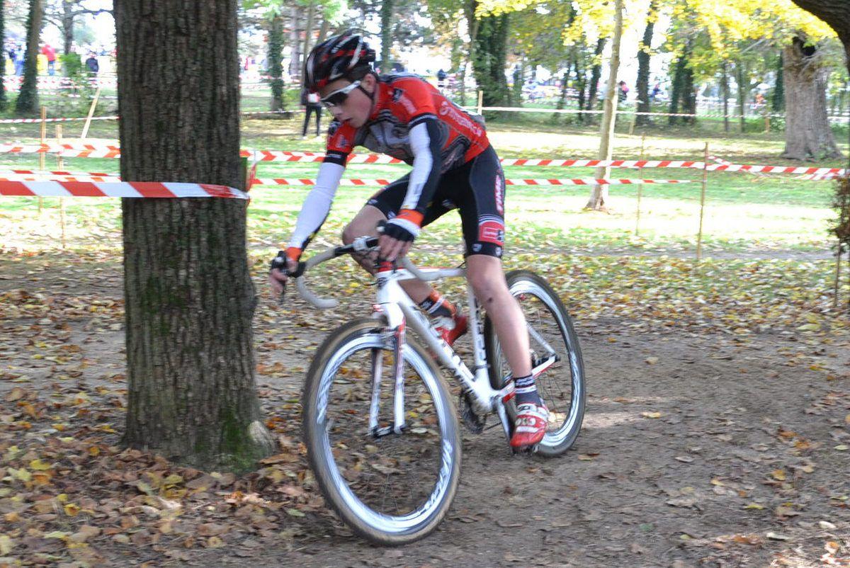 Le vainqueur minîmes, Thibaud BRIDRON  (Guidon Challettois) .