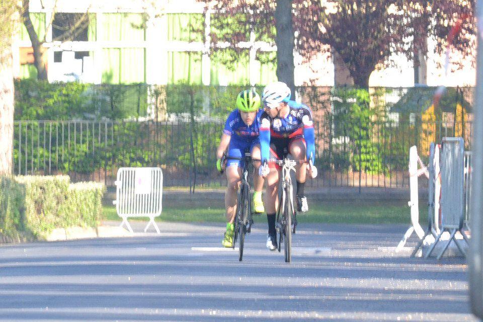 Le sprint pour la victoire disputé entre THEOT et PIERRE.