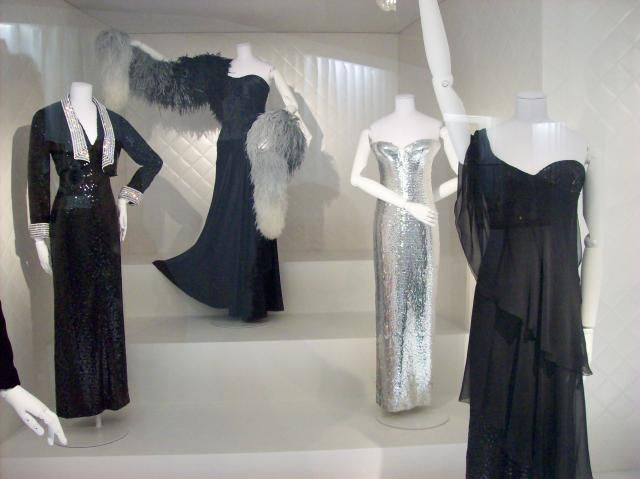 DALIDA - EXPOSITION ROBES DE SCENE  PARIS PALAIS GALLIERA