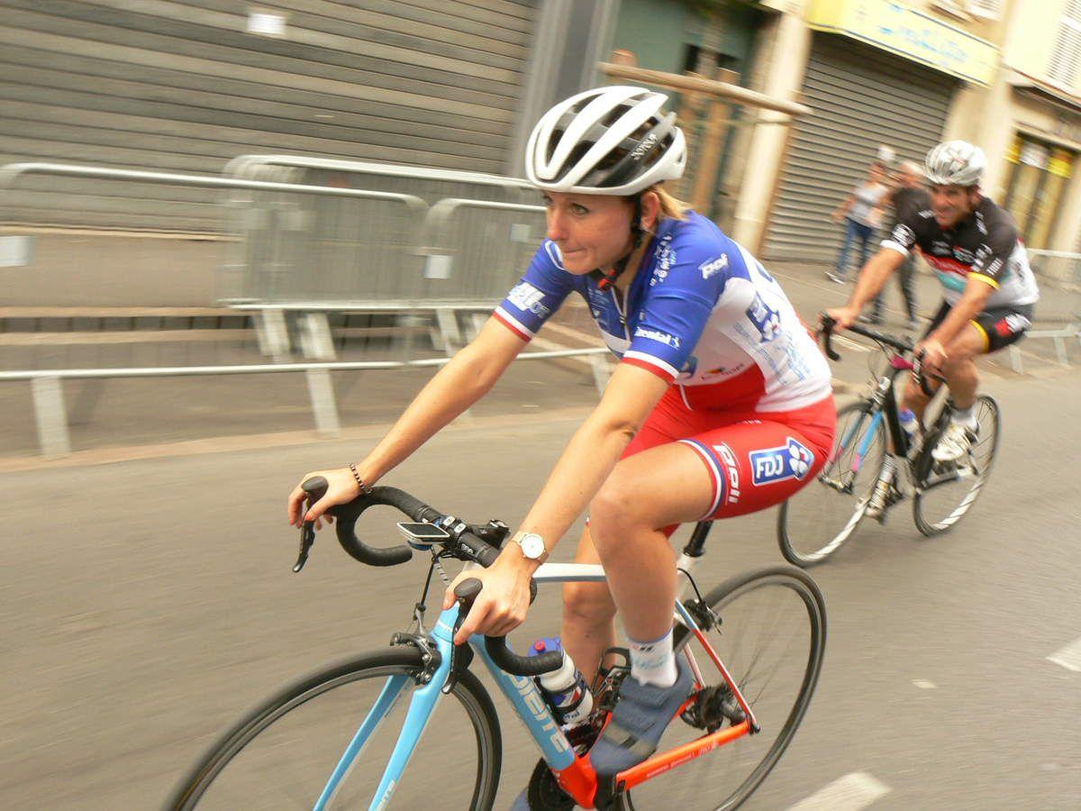 Charlotte BRAVARD, Championne de France 2017, Guy GALLOPIN et Michel GOUPIL (ECNP93, maillot ABC 1975)