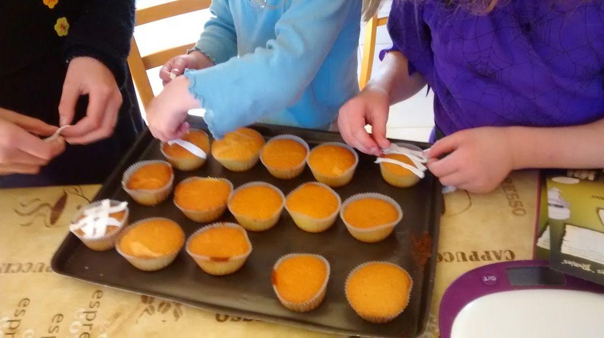 Cupcakes qui se transforment en momies &#x3B;)