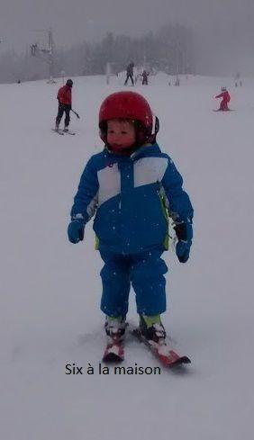 L'enfant et la neige: petits jeux et expériences scientifiques.