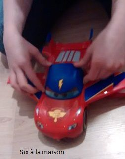 Cars, voiture Flash McQueen transformable Disney