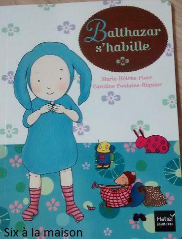 Balthazar s'habille par Marie-Hélène Place et Caroline Fontaine-Riquier aux éditions Hachette Jeunesse ( Montessori )