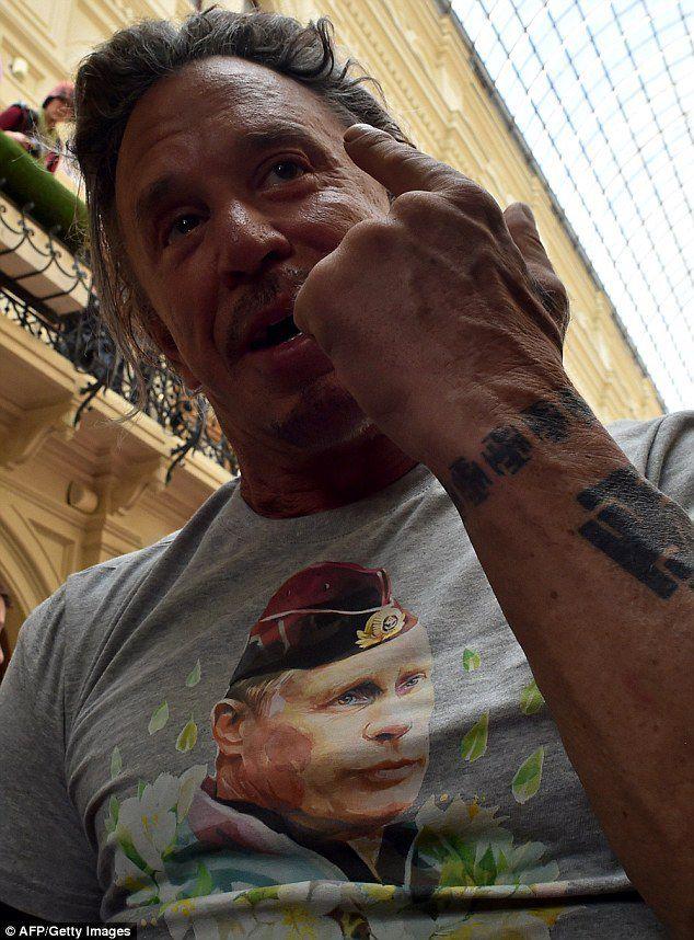 MICKEY ROURKE MÉCONNAISSABLE POUR SON RETOUR SUR LES RINGS (PHOTOS TOTALEMENT INEDITES) + VIDEO