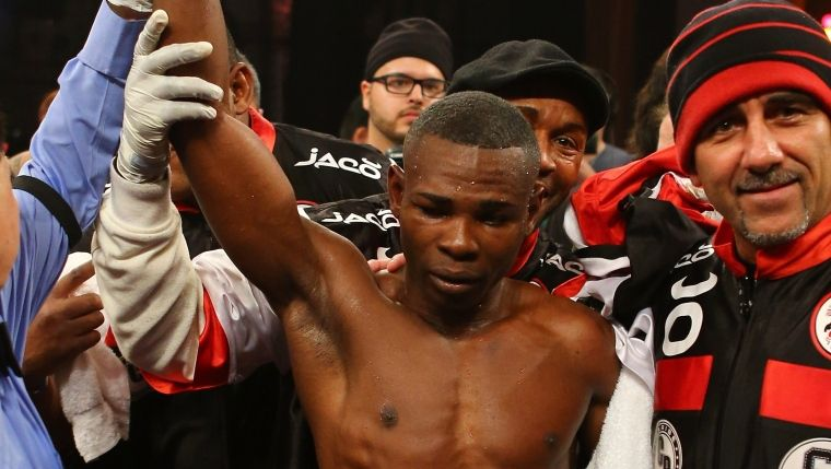 Guillermo Rigondeaux terrasse James Dickens et garde son titre WBA des super-coqs