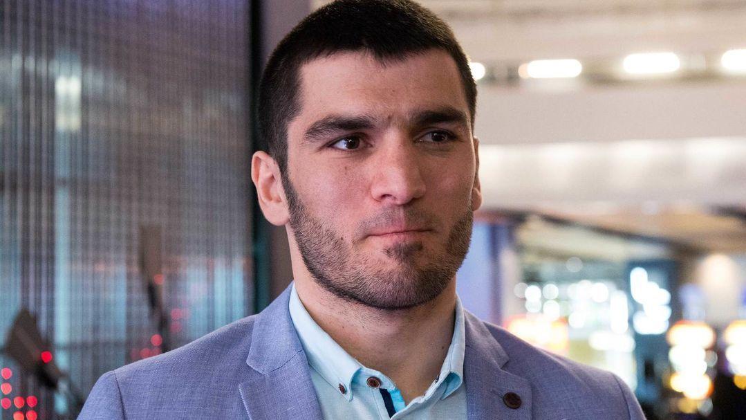 Top Rank ne confirme aucune discussion avec Artur Beterbiev