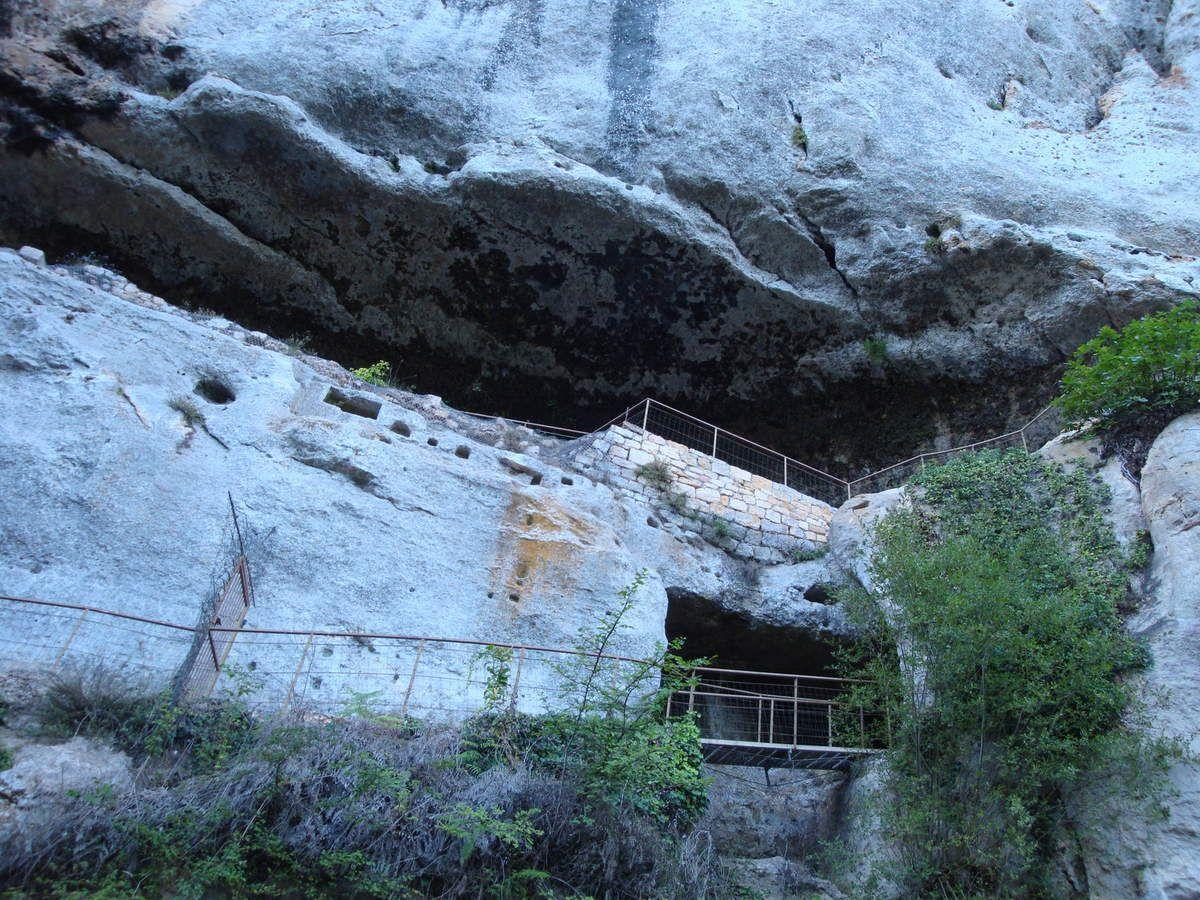 Grotte du Grand Roc    Les EYZIES    Cette région, entre les EYZIES et Périgueux comporte de nombreuses grottes à visiter.