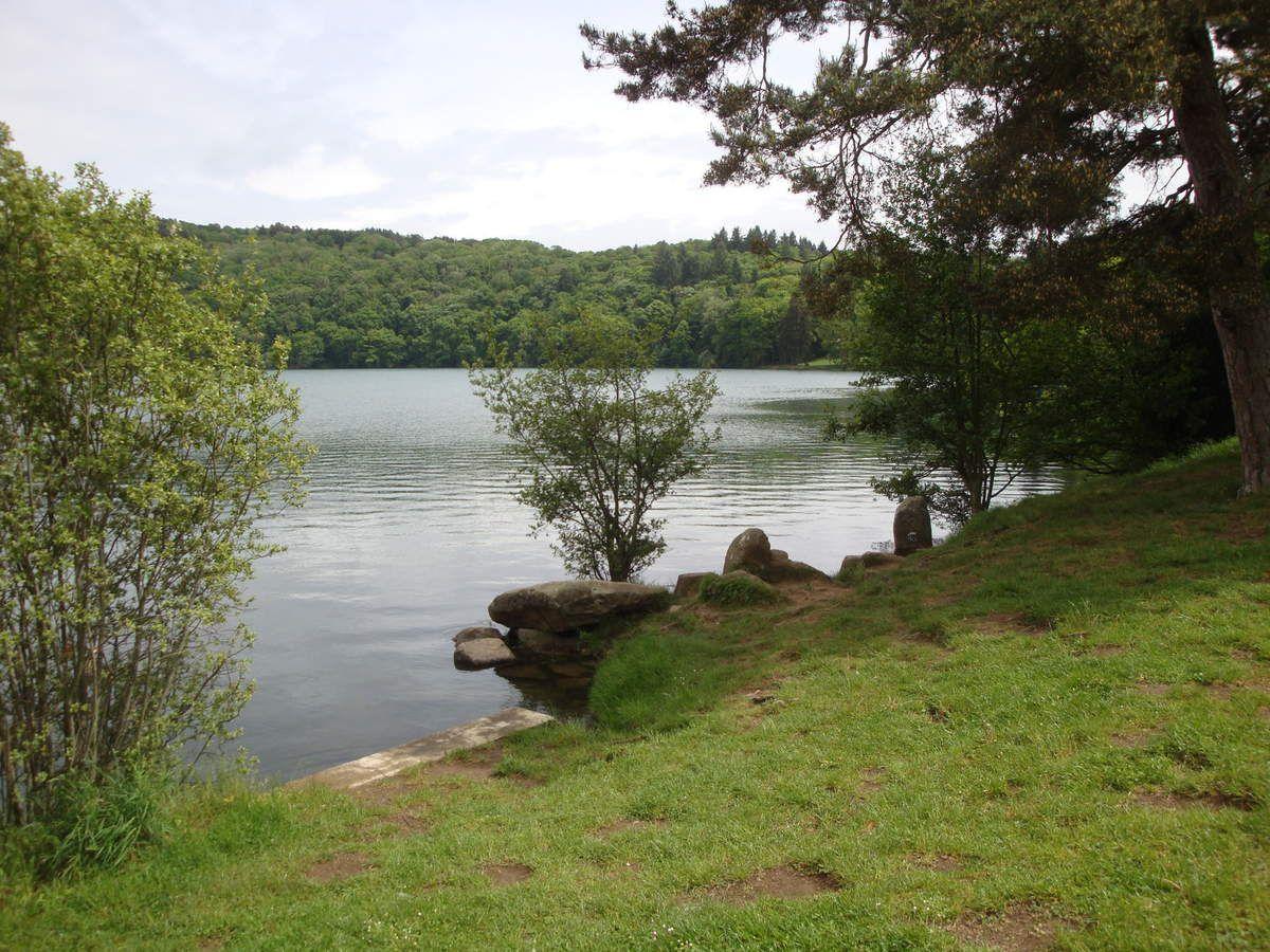 lac s'étant formé dans un ancien cratère de volcan