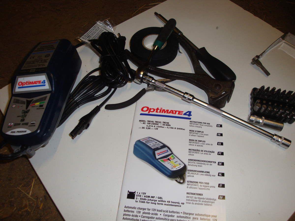 Harley davidson 883 carbu : branchement de l'optimate 4 à la batterie