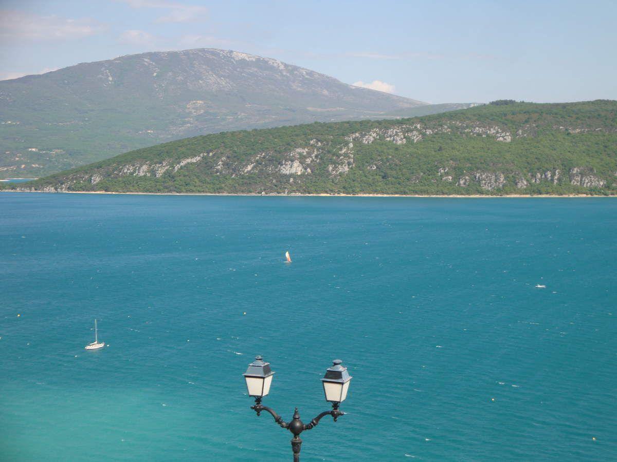 village et lac de Ste Croix