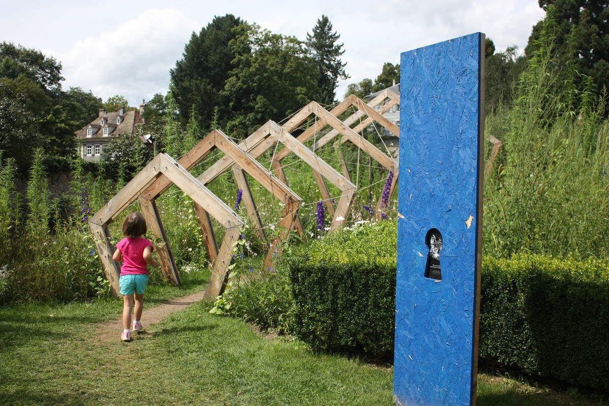 """partout des jardins clins d'oeil au célébre livre """"Alice au Pays des Merveilles"""""""