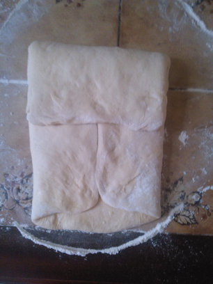 Croissant fourré a la confiture  et pain au chocolat