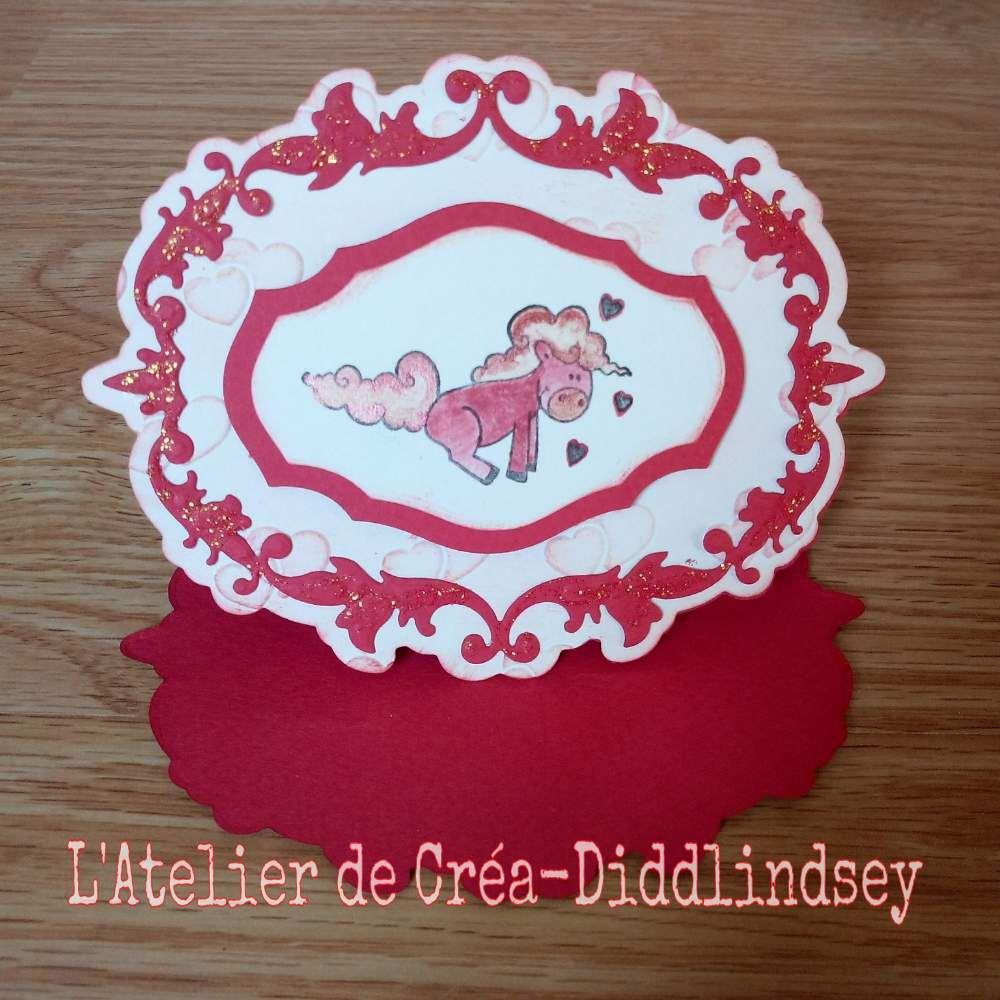 vous présente ma deuxième carte de ma collection de carton d'invitation petit poney celle-ci est sur le thème des coeurs c'est une carte chevalet faites sur le même modèle que la première seul le petit poney et le gaufrage à changer ainsi que la couleur!