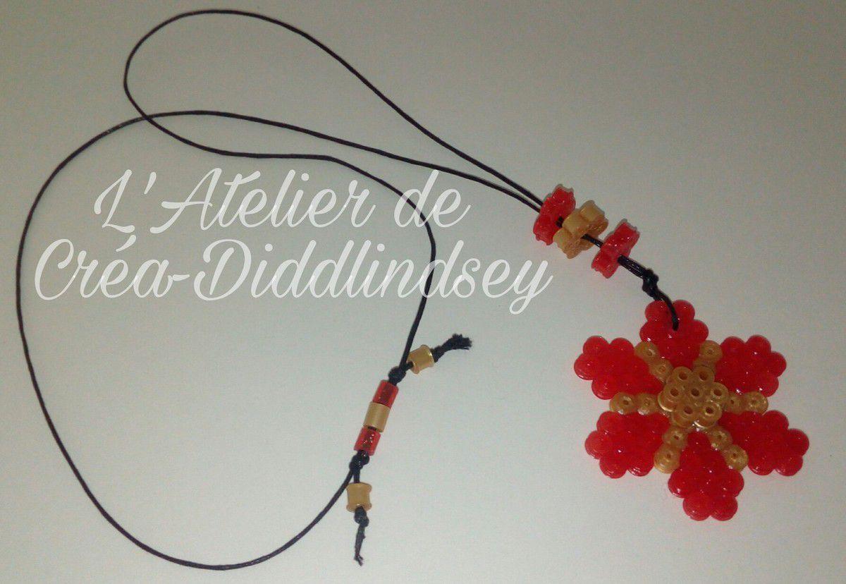 Voici un collier réalisé en perle Hama rouge et or peut-être une idée pour la fête des mères ou des grands-mères à faire réaliser aux enfants