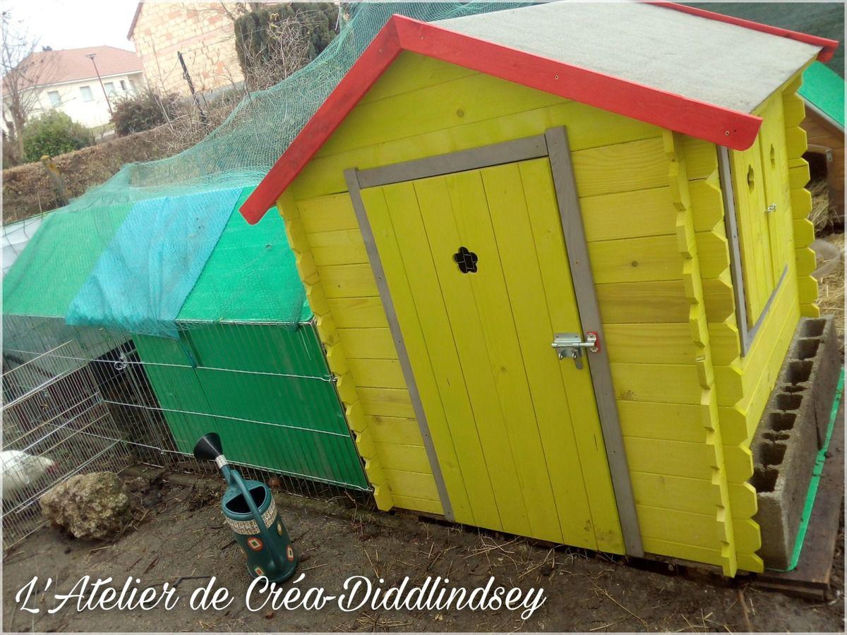 Parfois les soldes ça a du bon bien que je ne sois pas adepte, j'ai trouvé cette jolie petite maison pour moins de 50 € que j'ai transformé pour les poules de Anakyne.