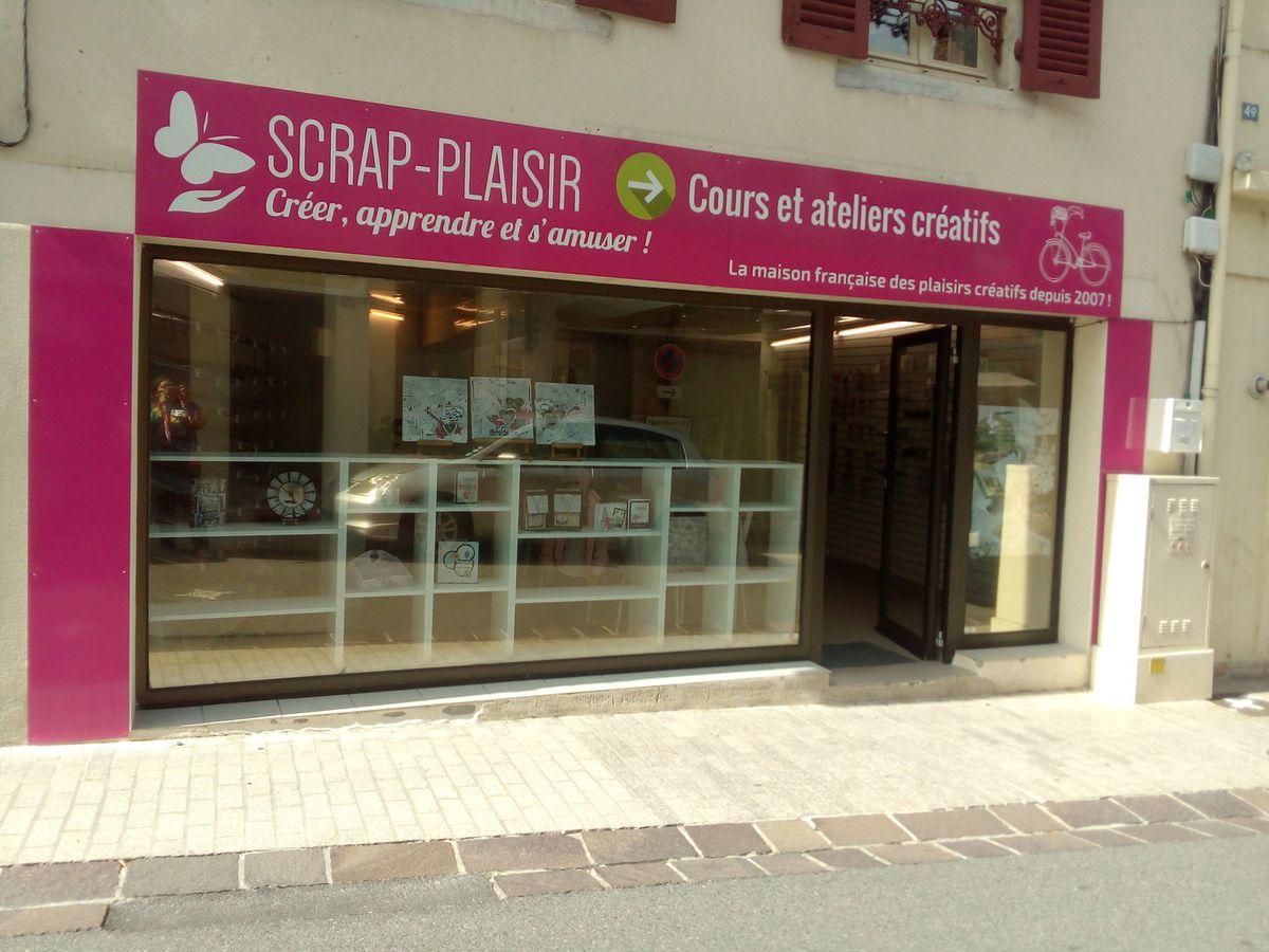 Aujourd'hui est un grand jour nous avons enfin une boutique de loisirs créatifs enfin plus exactement de scrapbooking à Saint-Pourçain-sur-Sioule !