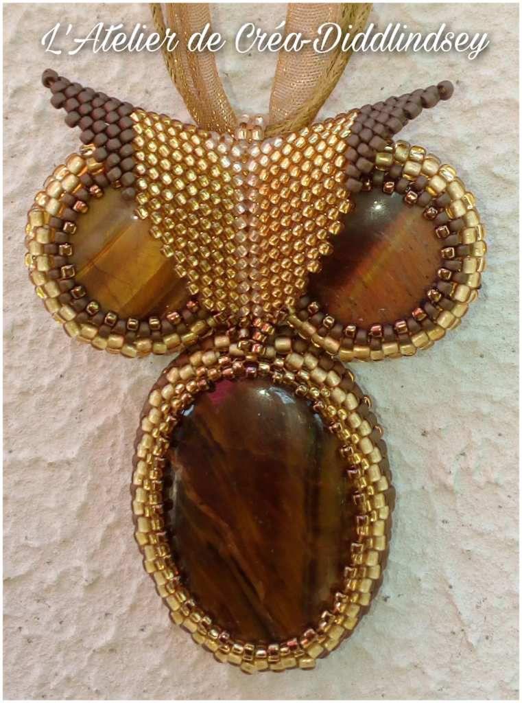 Mon pendentif hibou en gemmes Œil de tigre sertie de perles toho