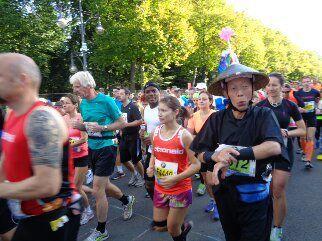 Die hinter mir noch kamen, hatten eigentlich nicht mehr laufen dürfen...aber welch ein Veranstalter macht dies;-) Kanu Tom und viele andere hab ich vorbeilaufen gesehn.