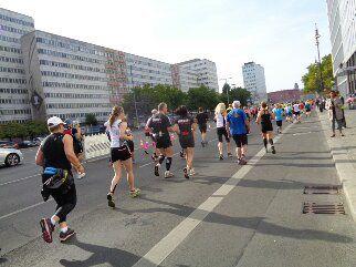 so langsam zog sich die Läuferschaar in die Länge. Ab Halbmarathondistanz überholten mich vereinzelt auch schon mal wieder Läufer.