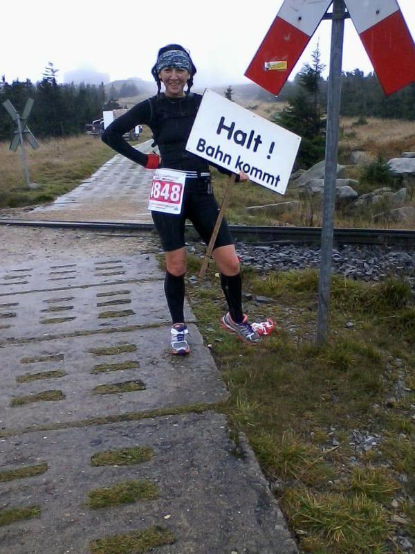 km 16, jetzt sind 3 km Wandern angesagt. Didi und Wolfgang. Ab dem Brocken durfte die Hexe allein weiter fliegen und ich genoss zum allerersten Mal die restlichen 22 Km. Ich hatte álle Zeit der Welt...