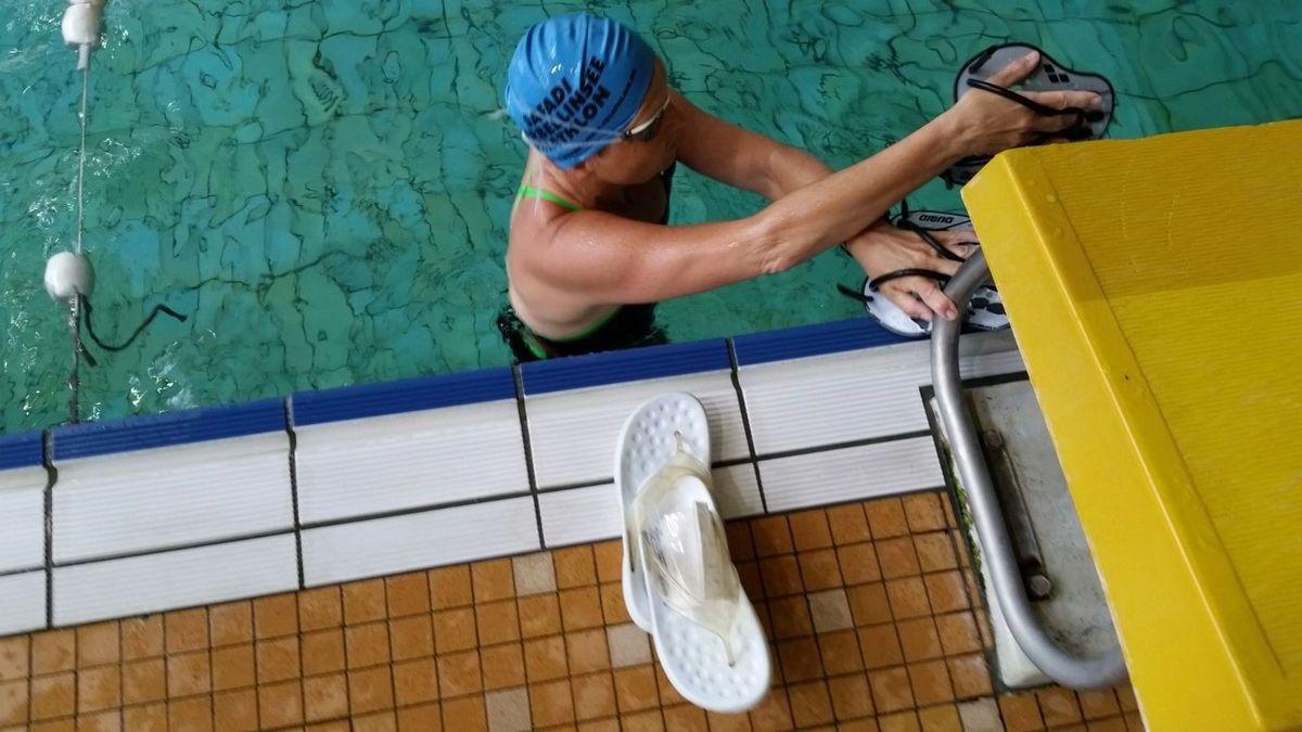 Pfingstsamstag sah der Trainingsplan  Schwimmen vor. Also auf nach Potsdam und rein ins warme Wasser! 2,3 Km in 70 Minuten. Puls nicht über 100. Alles im Grünen Bereich! Betina mit neuer Schwimmbrille.