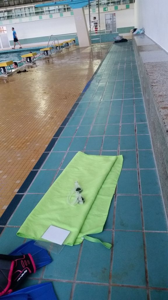Das neue Freizeitspaßbad nimmt Formen an! Ansonsten: Das war kein Tag für mich. Wenn sich das Wasser kalt anfühlt, soll man aufhöhren. Nach ca. 1000 Meter habe ich abgebrochen. Heute und Morgen verordne ich mir eine Pause! Betina hats durchgezogen!