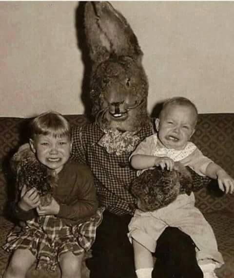 Lapin fouettard de Pâques pour enfants pas sages