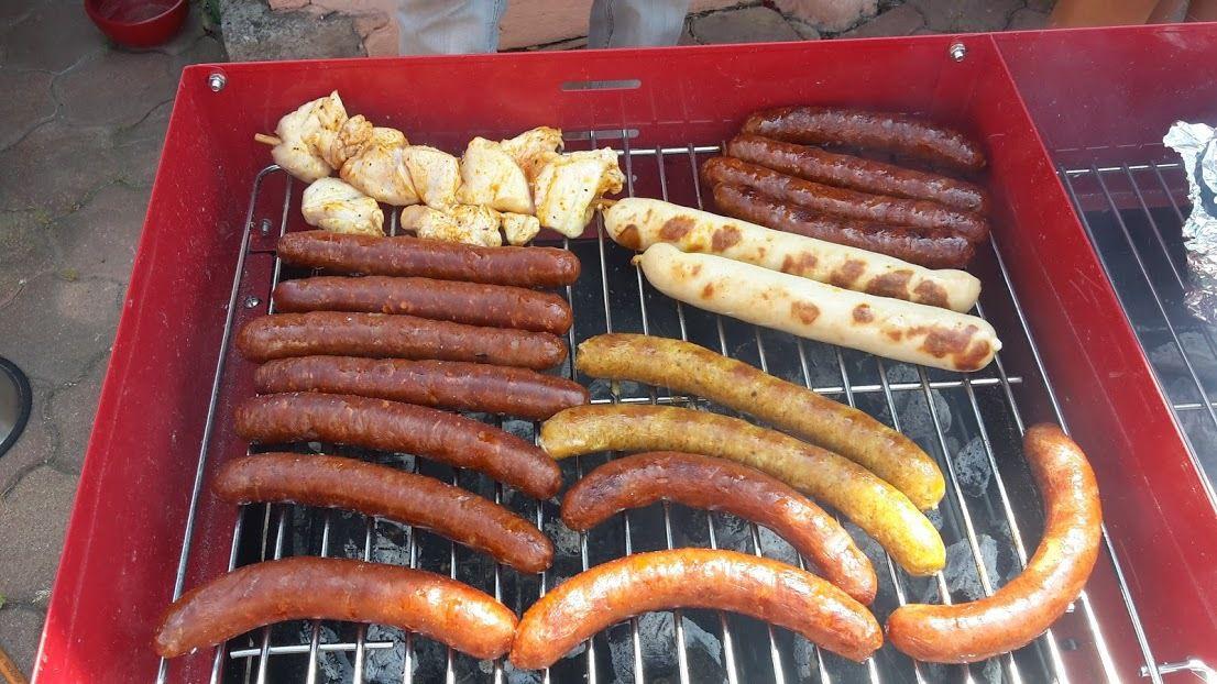 BBQ: merguez, saucisses, Brochette de dinde