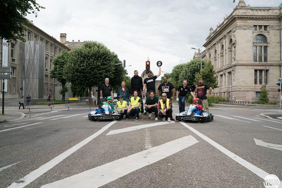 Tournages Strasbourg, STRAS KART et superbes bolides et costumes, les deux pilotes, les techniciens, les bénévoles et l'équipe de 128db pour la réalisation du trailer