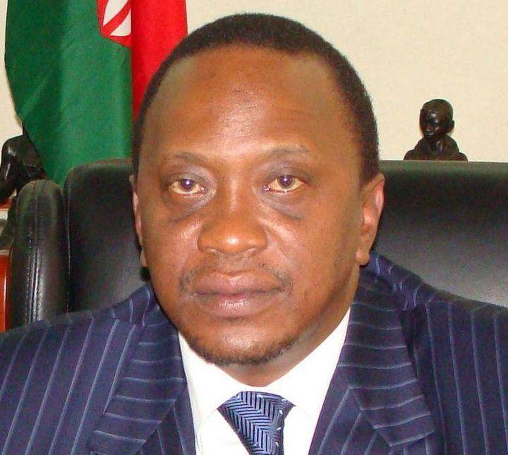 Kenya : le président Uhuru Kenyatta s'est envolé mardi à destination de La Haye où il doit comparaître mercredi devant la CPI