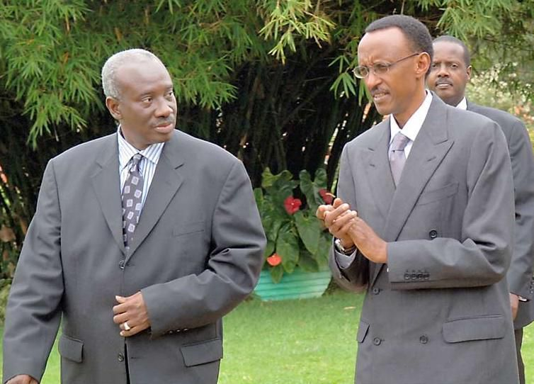 """Paul Kagame (July 2008) : """"Since all the indicted people were under my command, the judge should put the responsibility on my shoulders, and wait until I am out of office."""""""