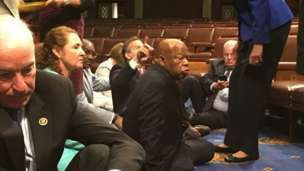 USA : Democrats hold Congress 'sit-in' protest to force gun control vote