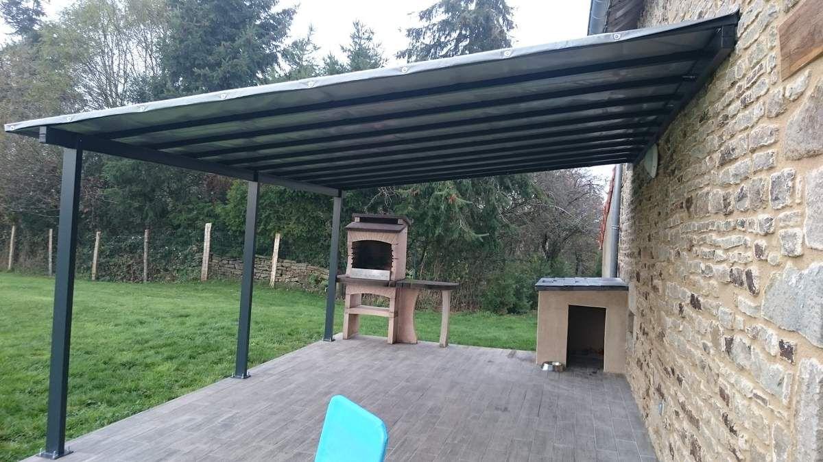 Pose de la tonnelle sur mesure pour la terrasse