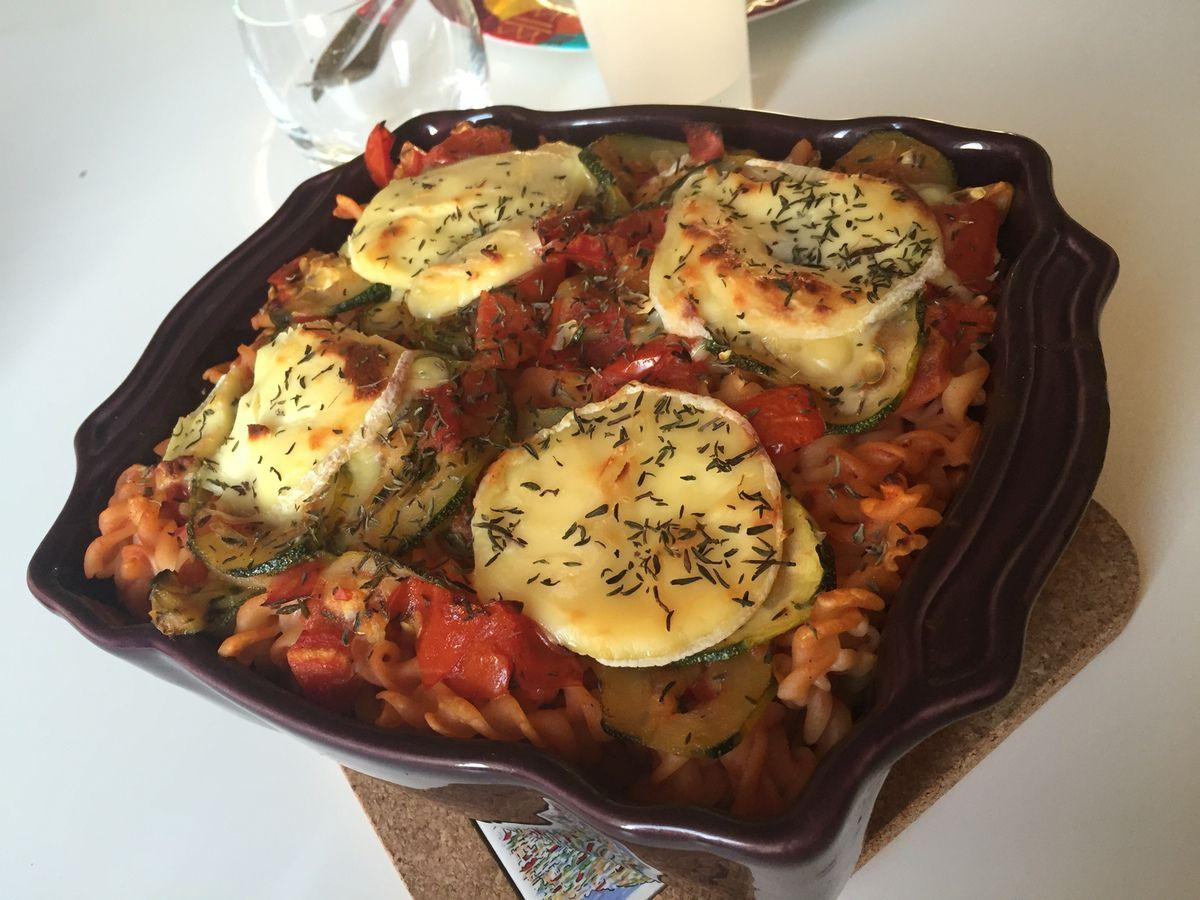 Gratin de pâtes courgette, tomate et fromage Saint-Marcelin