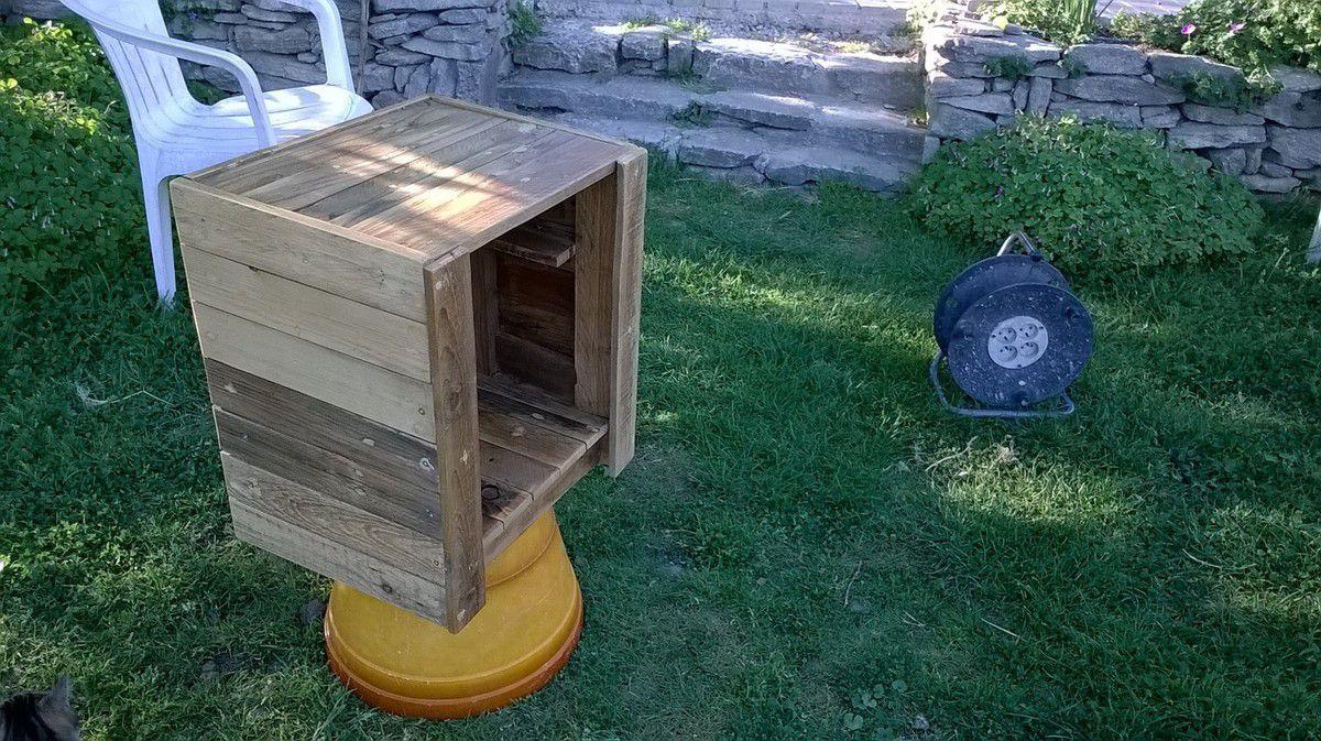 table de nuit avec du bois de palette un style plus brut le blog de ma ger de. Black Bedroom Furniture Sets. Home Design Ideas