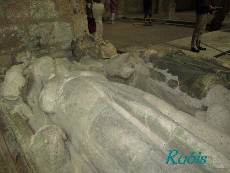 Gisants du couple Mello d'Epoisses, abbaye de Fontenay