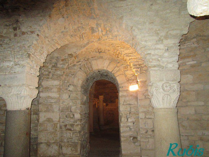 Crypte carolingienne sainte Reine de Flavigny-sur-Ozerain (21)